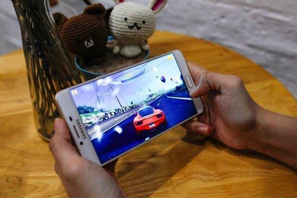 Trải nghiệm đồ họa và âm thanh cực đã với điện thoại Galaxy C9 Pro