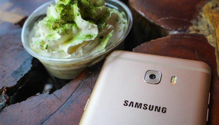 Camera sau 16 MP điện thoại Galaxy C9 Pro giúp bạn chụp ảnh ngay cả trong môi trường ánh sáng yếu