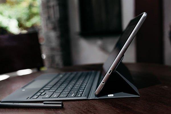 Được trang bị đầy đủ các cổng kết nổi, máy tính bảng Galaxy Book tự tin mang đến người dùng trải nghiệm âm thanh tốt nhất