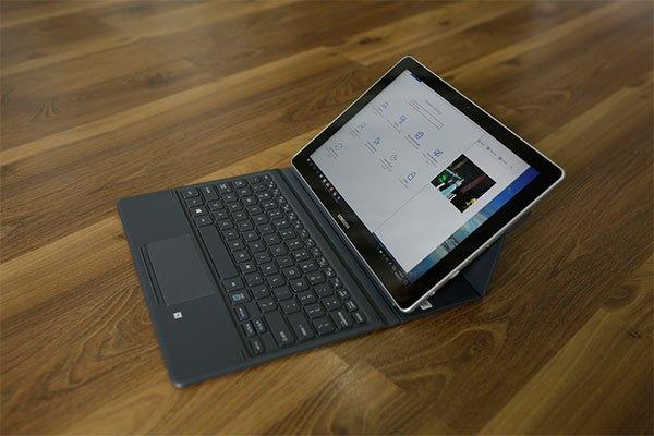 """Mẫu máy tính bảng """"2 trong 1"""" Galaxy Book của Samsung"""