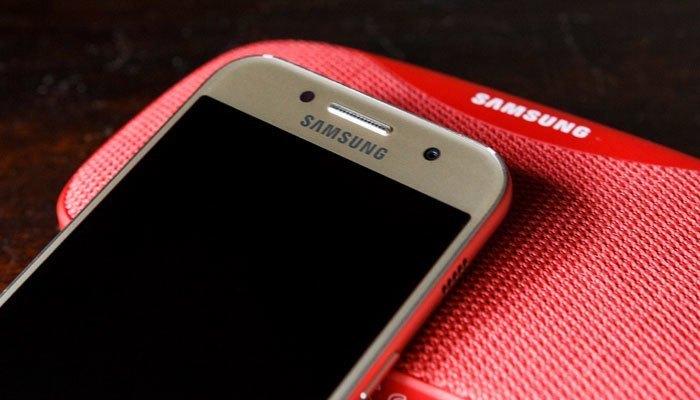 Điện thoại Galaxy A3 2017 sở hữu tiết kế tinh tế cùng các tính năng hiện đại