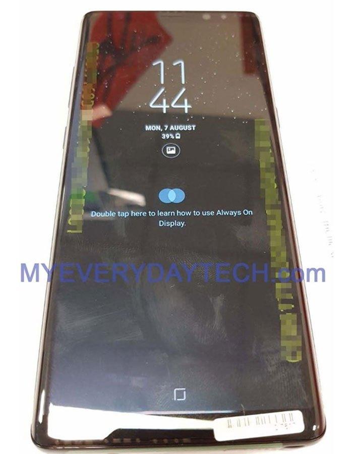 Màn hình vô cực của Galaxy Note 8 vuông vức hơn hẳn bộ đôi Galaxy S8 vàS8 Plus