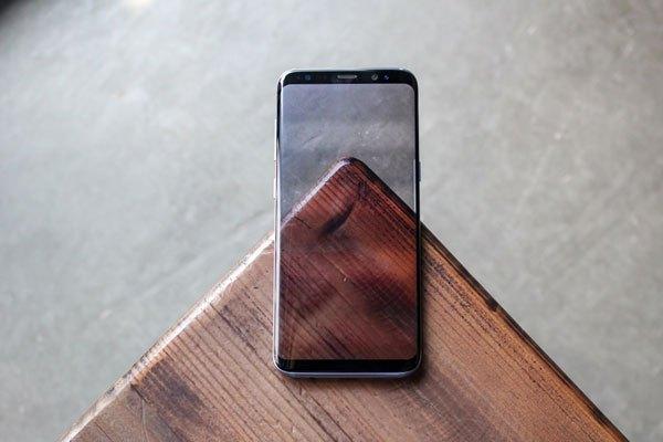 Màn hình vô cực nổi bật của điện thoại Samsung Galaxy S8