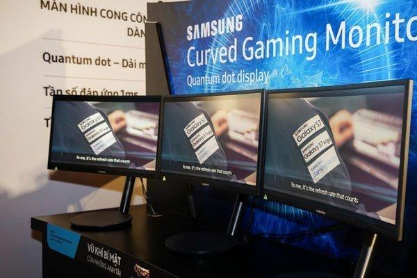 Hiện tượng lọt sáng bị loại bỏ trên màn hình máy tính cong Samsung CFG70