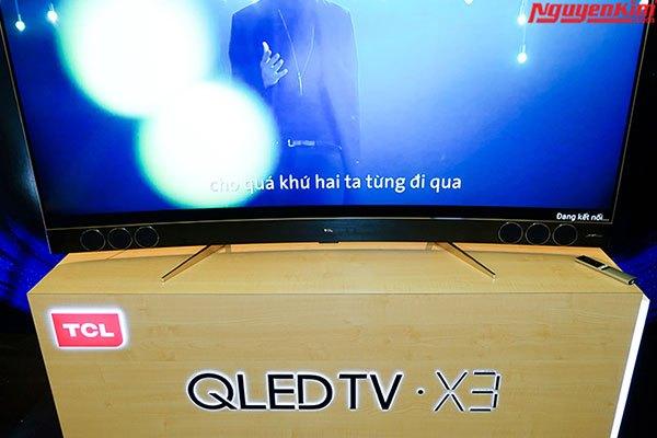 Tivi QLED X3 với 6 loa Harman Kardon được trang bị phía trước