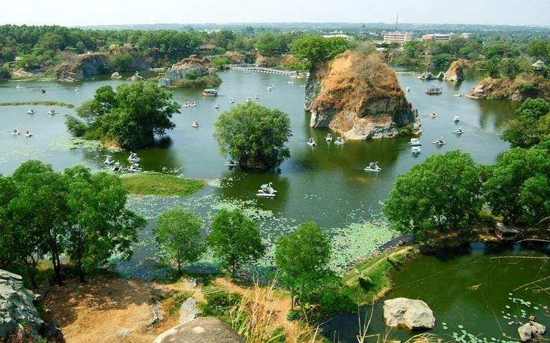 Khu du lịch Bửu Long, Biên Hòa, Đồng Nai với cảnh sắc non nước hữu tình như một Vịnh Hạ Long thu nhỏ, khiến giới trẻ phát cuồng.