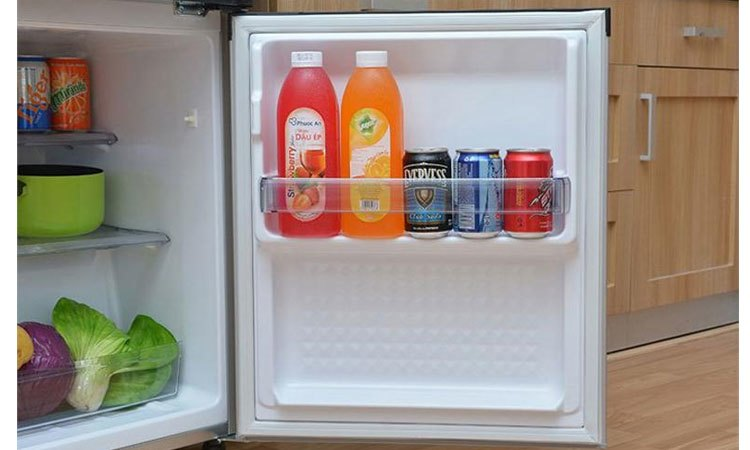 Tủ lạnh Panasonic NR-BJ158SSVN khay nhựa bền chắc