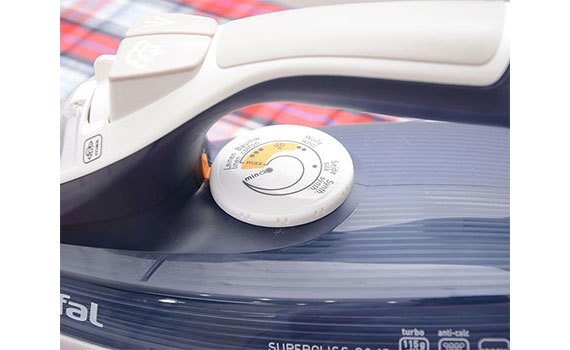 Bàn ủi hơi nước Tefal FV3840 điều chỉnh nhiệt độ tùy thích