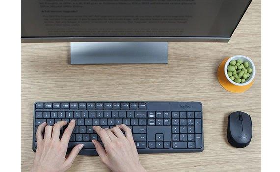 Bộ bàn phím và chuột Logitech MK235 thực hiện đánh máy nhanh