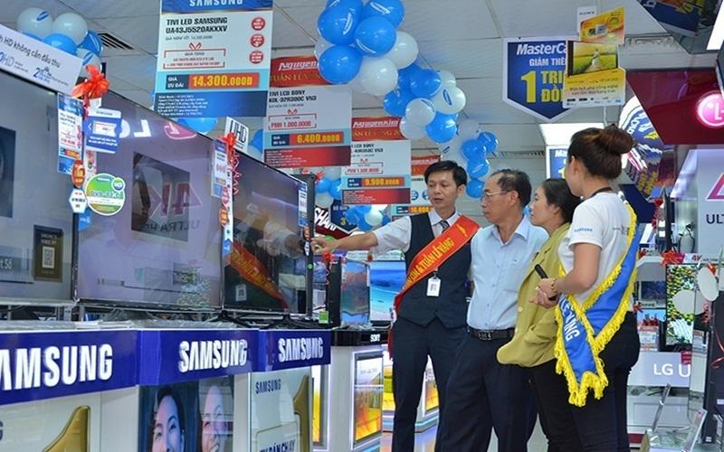 Cùng đi dạo, mua sắm đồ dùng cần thiết với gia đình tại Trung tâm Nguyễn Kim