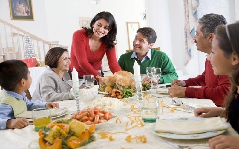 Tự tay vào bếp chuẩn bị một buổi ăn trưa dinh dưỡng và ấm cúng