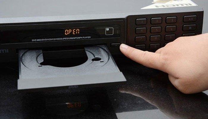 """Nút bấm bị liệt cũng là một trong những """"thủ phạm"""" khiến bạn không lấy được đĩa ra khỏi đầu đĩa"""