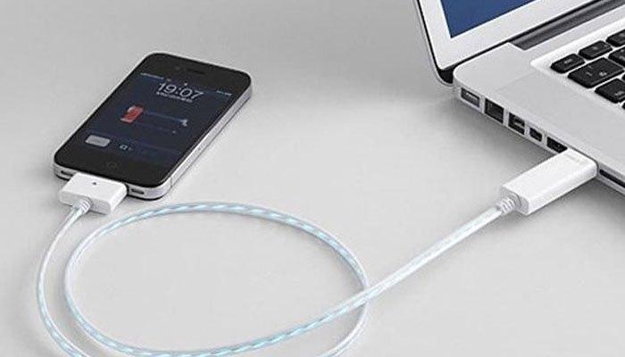 Dùng phụ kiện chính hãng để không bị hư điện thoại iPhone