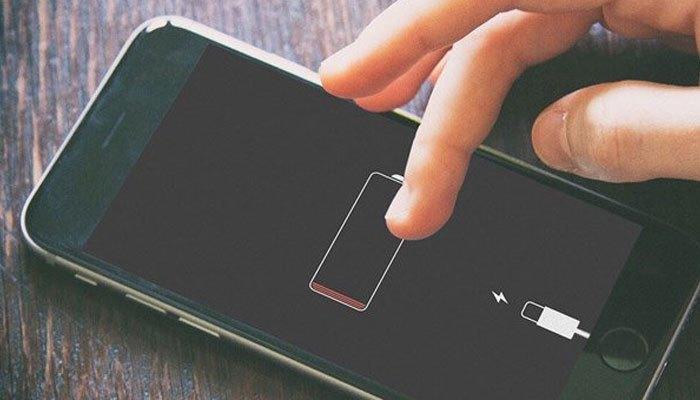 Không dùng điện thoại iPhone đến khi tắt máy hết pin