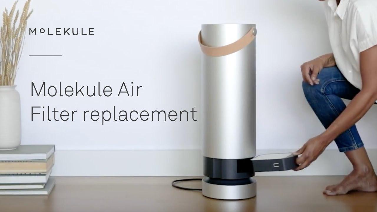 Nên vệ sinh và thay màng lọc theo định kỳ khi sử dụng máy lọc không khí