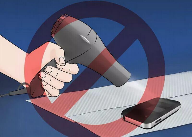 Một số điều cần tránh khi xử lý điện thoại bị vô nước