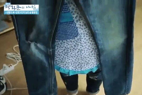 Dùng bàn ủi chữa quần jean bị dãn đầu gối