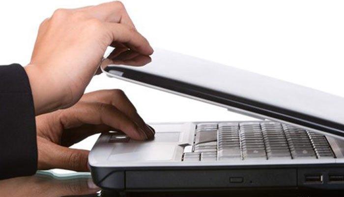 Hãy tắt máy tính xách tay khi di chuyển