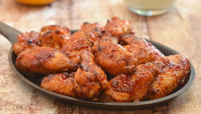 Sau 8-10 phút, bạn lấy gà ra khỏi lò nướng là có ngay món gà sốt xoài ngon lành