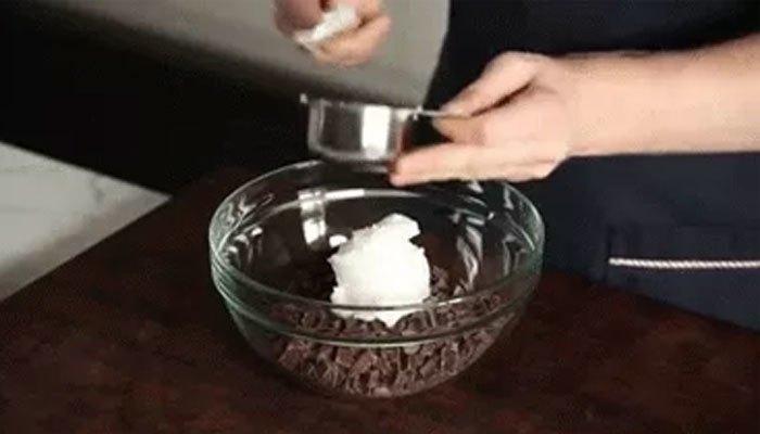Làm kem socola bằng lò vi sóng