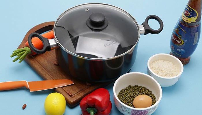Bộ nồi chảo nấu ăn làm bằng hợp kim nhôm thành phần chủ yếu là nhôm và một số kim loại khác