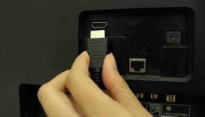 Lắp đầu còn lại của dây HDMI vào dàn máy Sony