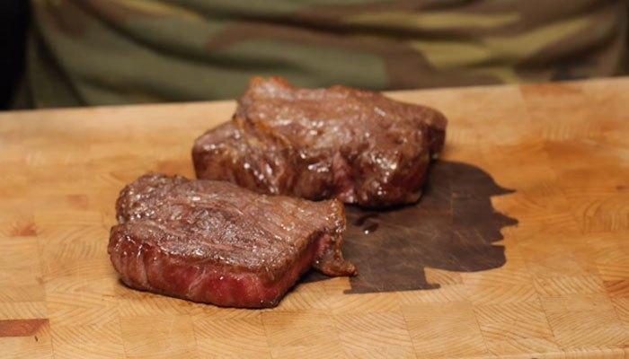 Thịt bò được làm từ máy nướng bánh mì đây!