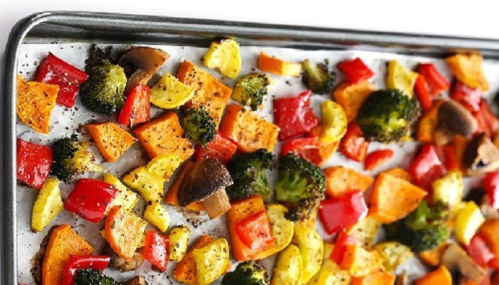 Hâm rau củ quả bằng lò nướng bạn nên đặt chúng cách nhau