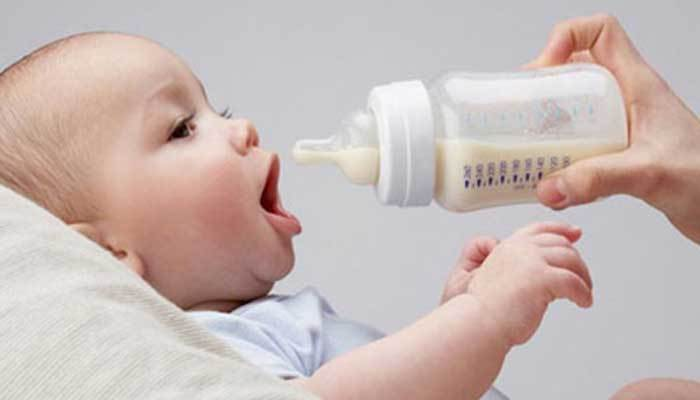 Không được cho sữa mẹ vào lò vi sóng