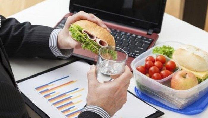 Laptop sẽ bị nguy hiểm khi để cạnh đồ ăn và thức uống