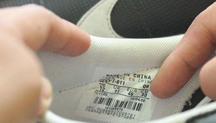 Hãy xem nhãn trên giầy để biết chúng cần bao nhiêu bột giặt để dùng trong máy giặt