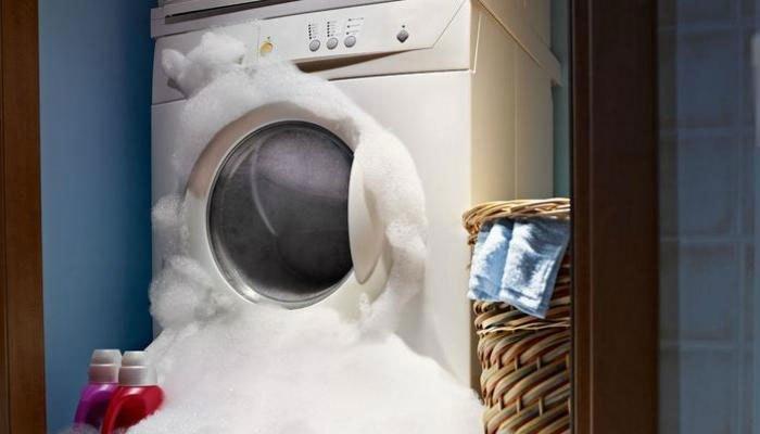 Dùng quá nhiều bột giặt có thể khiến máy giặt bị tràn