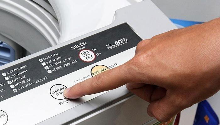 Chọn chế độ giặt trên máy giặt phù hợp với quần jeans
