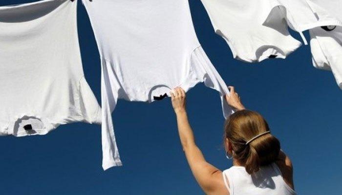 Phơi đồ ngược sau khi dùng máy giặt sẽ mau khô hơn