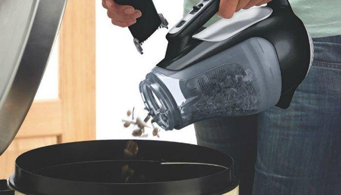 Đừng để rác trong thùng máy hút bụi quá đầy nhé!