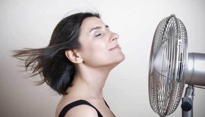 Dùng quạt máy khi ngủ nếu nhà bạn không có máy lạnh