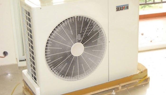 Dàn nóng máy lạnh đọng sương cũng không ảnh hưởng đâu