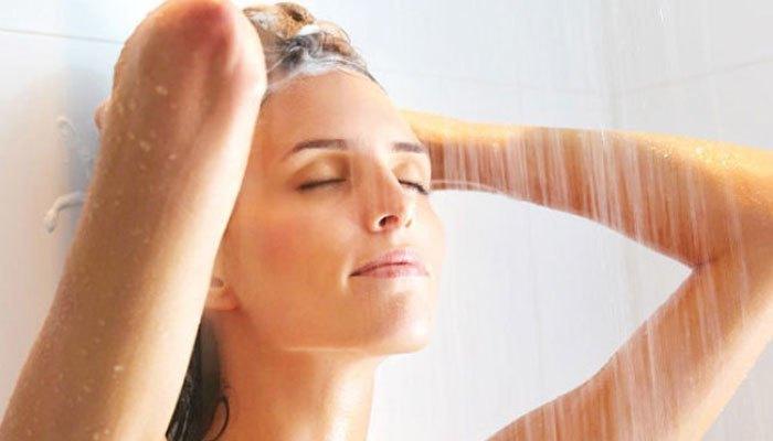 Vào buổi tối, bạn nên tắm bằng máy nước nóng để dễ ngủ hơn