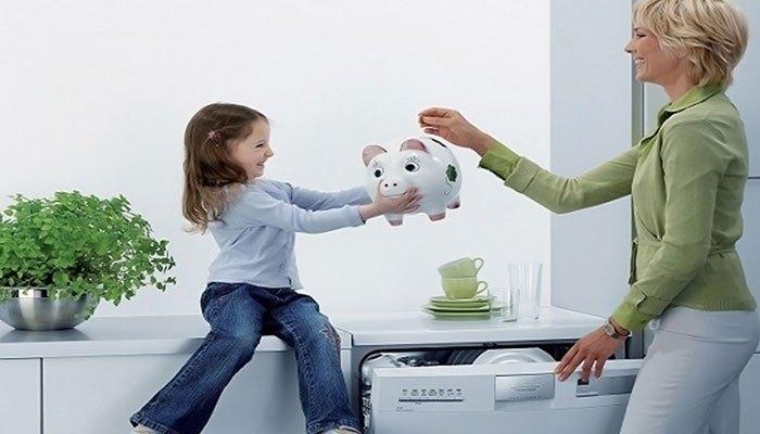 Dùng máy rửa chén tiết kiệm nước