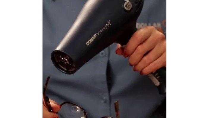 Gọng kính bệ trễ cũng có thể dùng với máy sấy tóc
