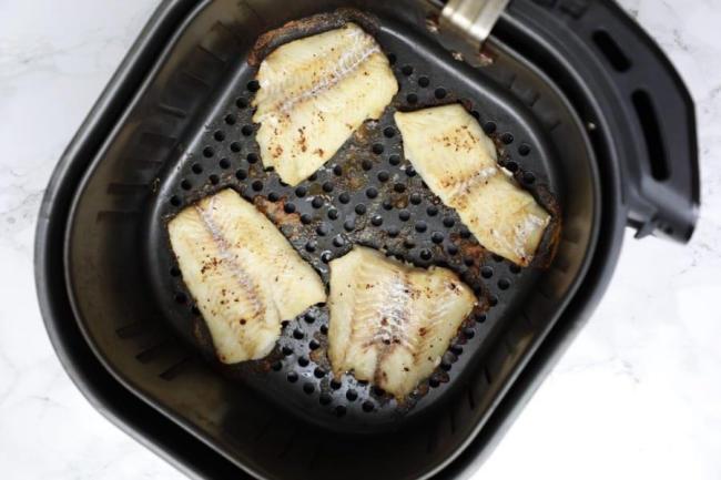 Cách nướng cá bơn sốt bơ tỏi bằng nồi chiên không dầu