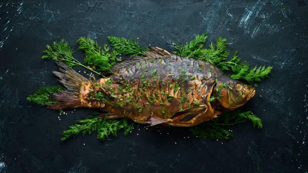 Cách ướp cá chép với thảo mộc và nướng cá bằng nồi chiên không dầu