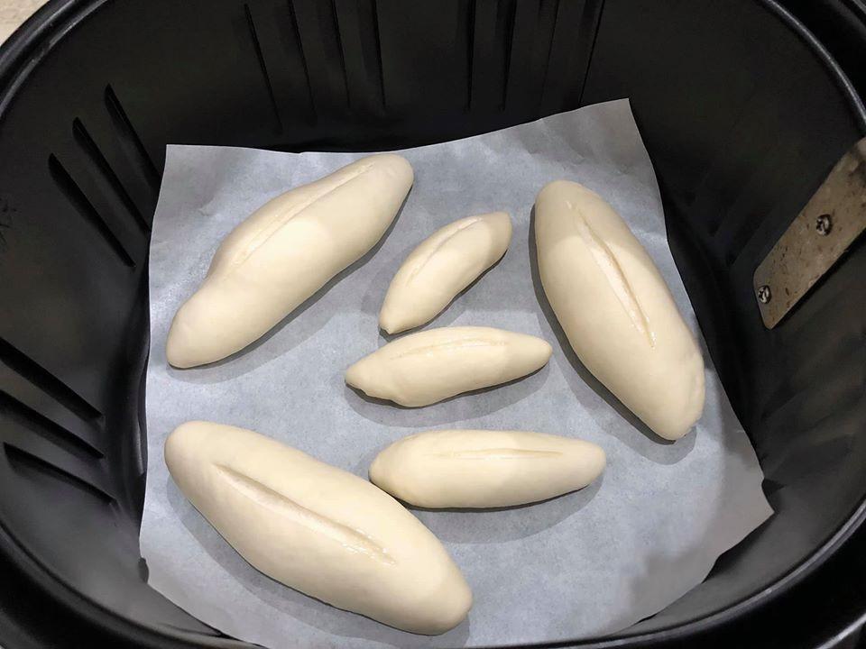 Nướng bánh mì mini bằng nồi chiên không dầu