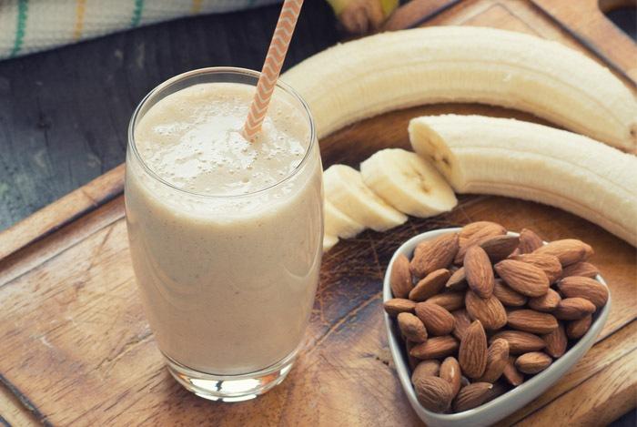 Cách làm sữa hạt hạnh nhân, chuối và yến mạch
