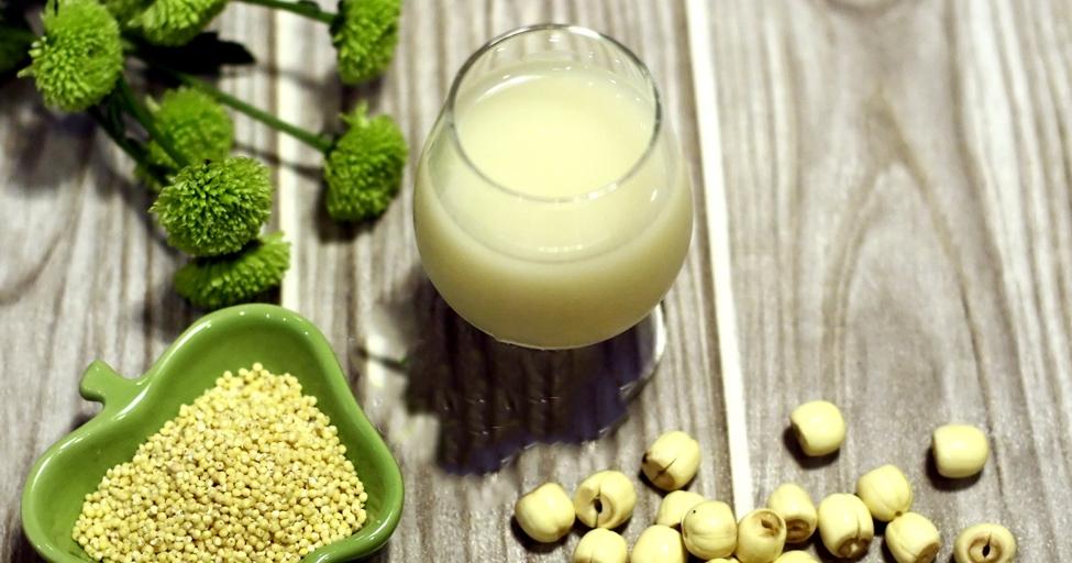 Cách làm sữa hạt kê vàng, hạt sen