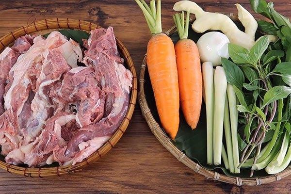 Sơ chế các nguyên liệu làm bò kho