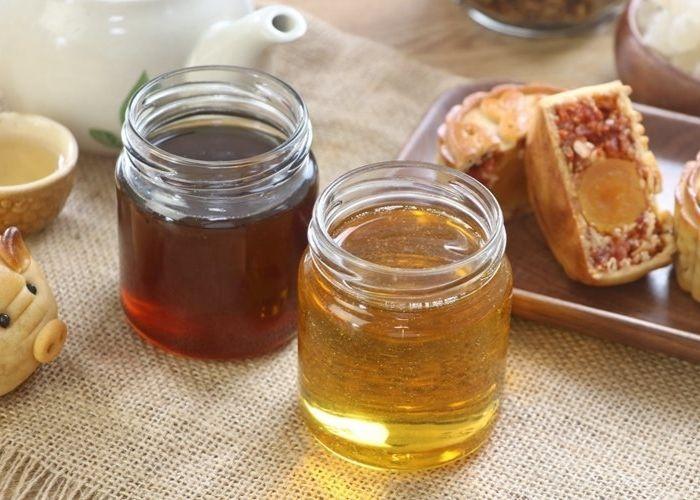 Nước đường làm bánh trung thu có màu nâu cánh gián và màu vàng nhạt