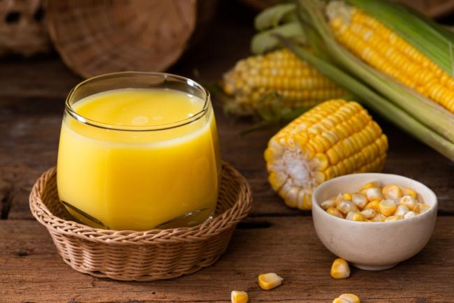 Ly sữa bắp làm bằng máy làm sữa hạt có hương vị thơm ngon tự nhiên của bắp cùng vị béo ngọt của sữa