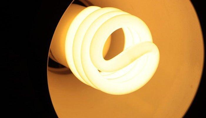 Thay đèn tránh nóng