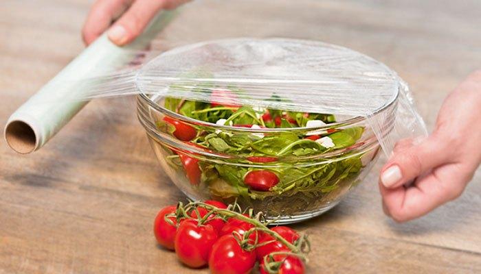 Luôn bọc thức ăn thừa thật kĩ khi bảo quản trong tủ lạnh